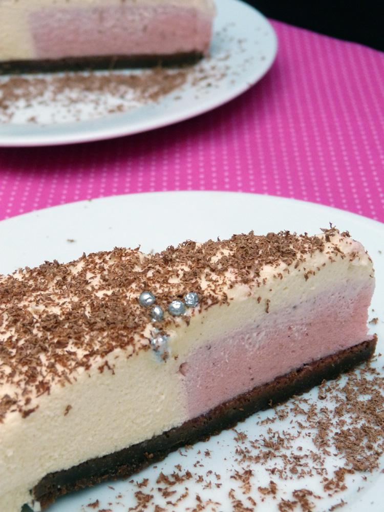 pastís mousse de xocolata blanca amb cor de mousse de fraules
