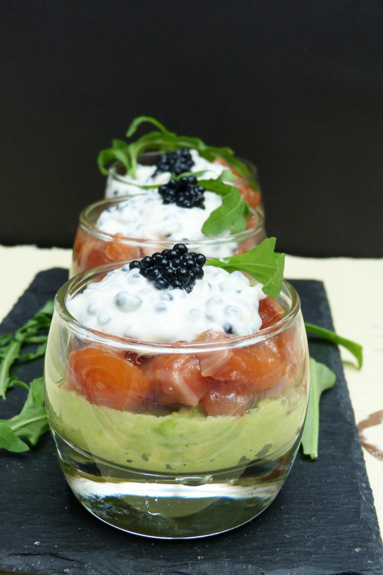 Salmó amb guacamole i maionesa de caviar