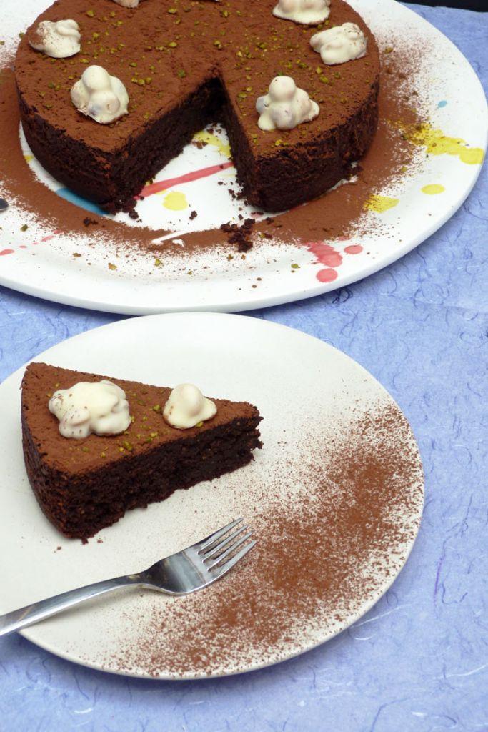 pastís cremós de xocolata i avellanes